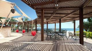 Hotel Le Meridien Al Aqah Beach Resort Terasse