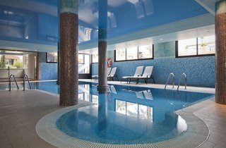 Hotel Mon Port Hotel & Spa Hallenbad