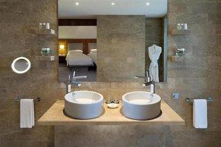 Hotel Andaz Capital GateBadezimmer