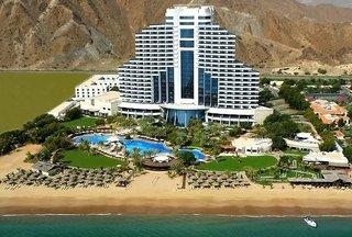 Hotel Le Meridien Al Aqah Beach Resort Außenaufnahme