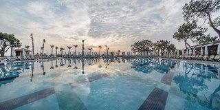 Hotel Nirvana Lagoon Luxury Pool