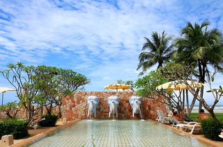 Hotel Apsara Beachfront Resort & Villa Pool