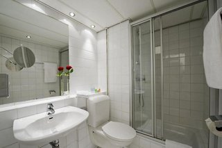 Hotel NH Salzburg City Badezimmer