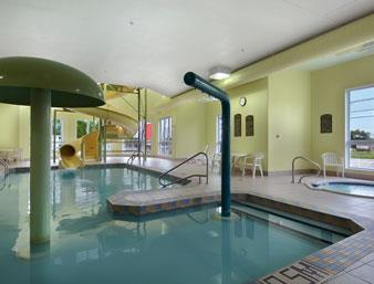 Super 8 Quebec City Ste. Foy Hotel Hallenbad