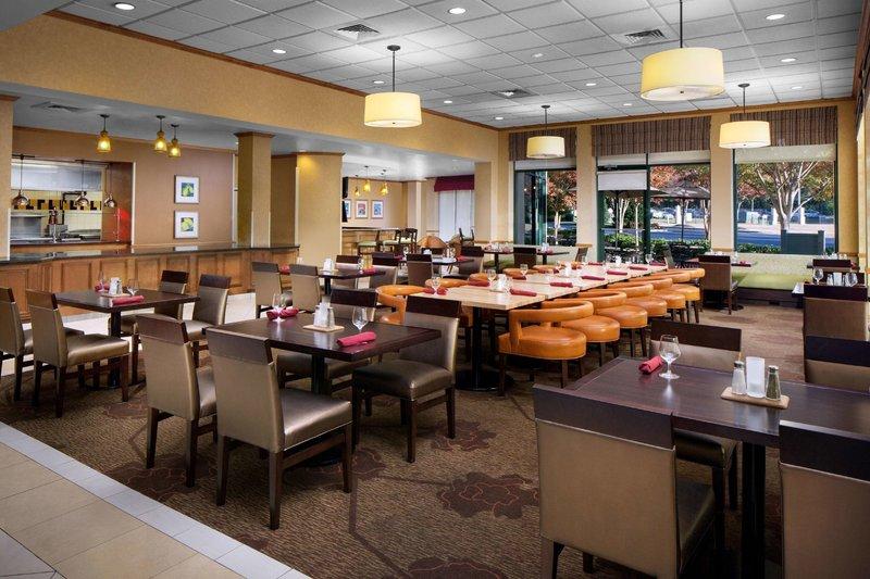 Hilton Garden Inn Atlanta Airport/Millenium Center Restaurant