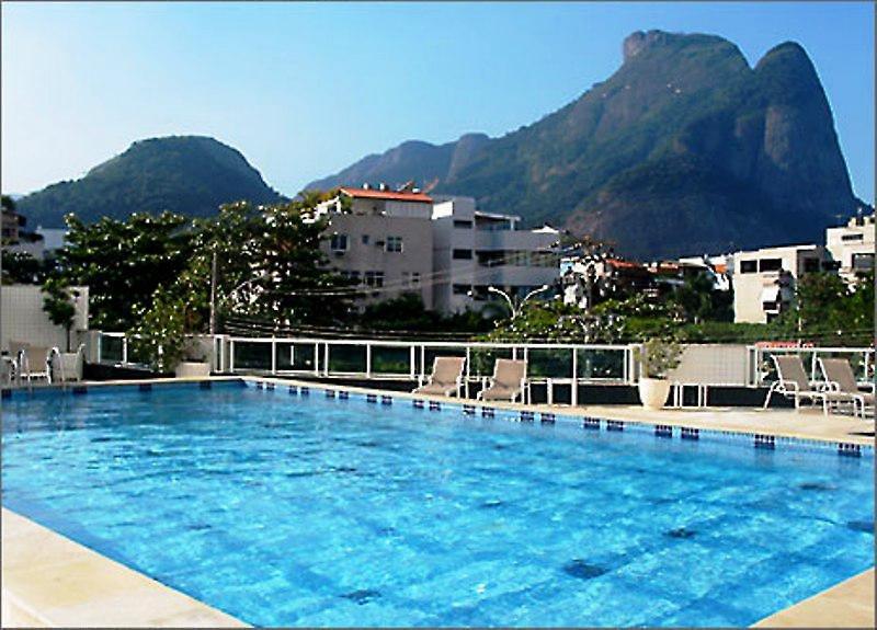 Royalty Barra Pool