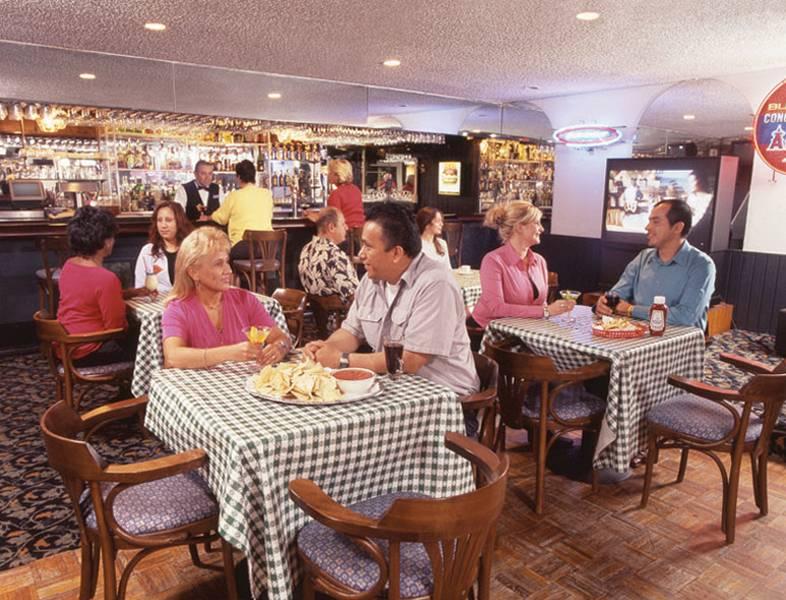 Clarion Anaheim Bar