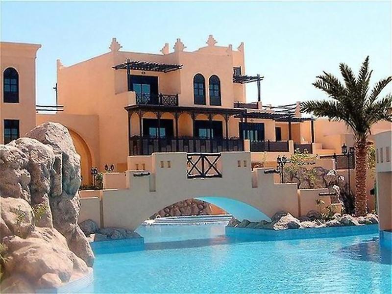 The Diplomat Radisson Blu Residence & Spa Pool