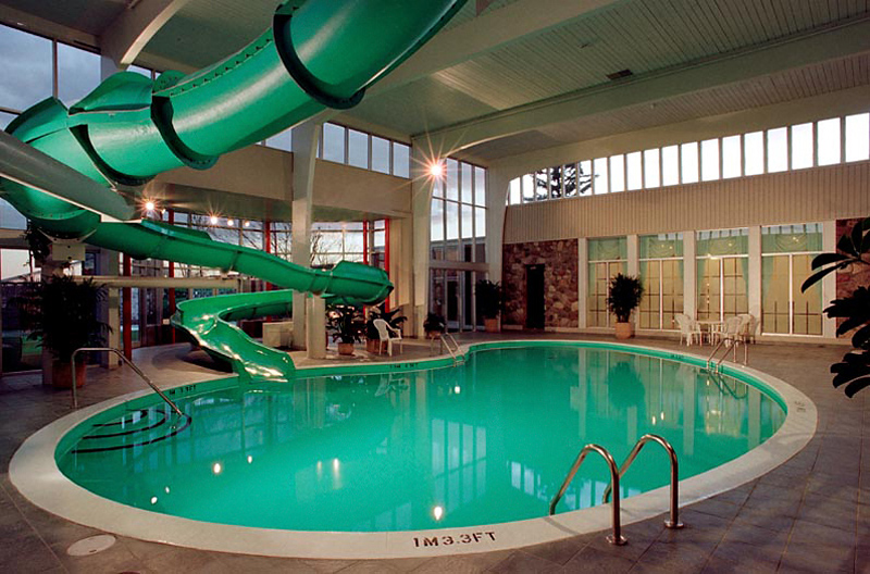 Crowne Plaza Montreal Airport Pool