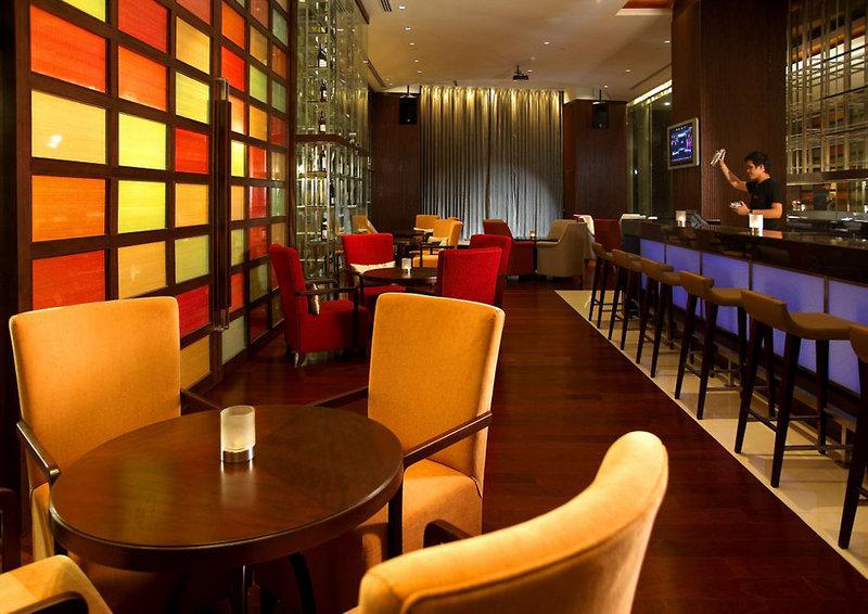 Holiday Inn Silom Bangkok Bar