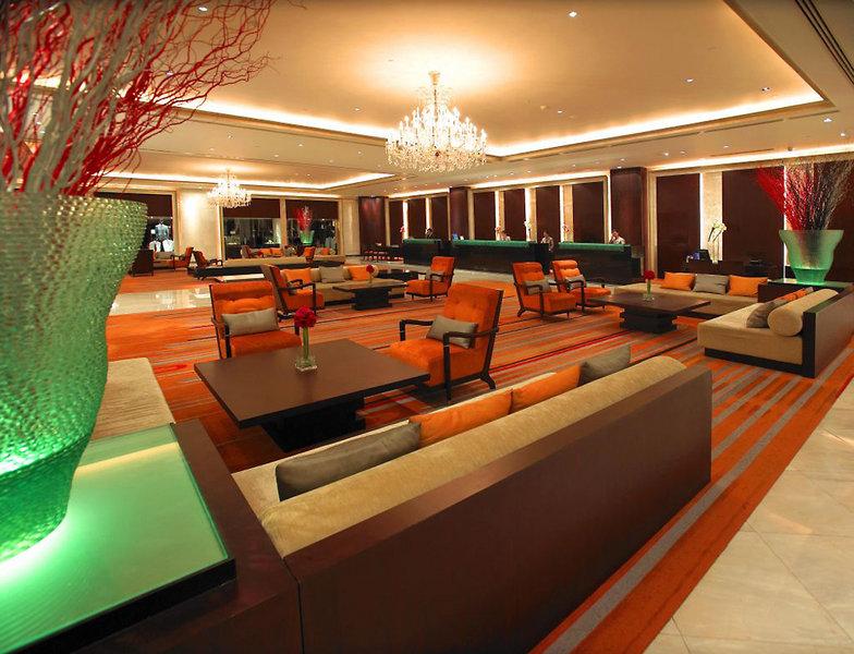 Holiday Inn Silom Bangkok Außenaufnahme