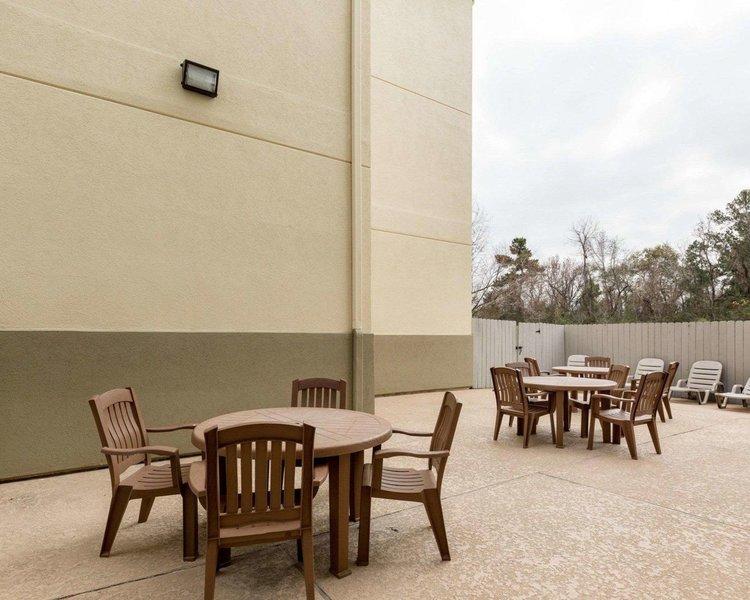 Comfort Suites Bush Intercontinental Airport Pool