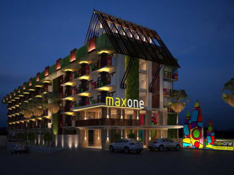 Maxonehotels@Bukit Jimbaran Außenaufnahme