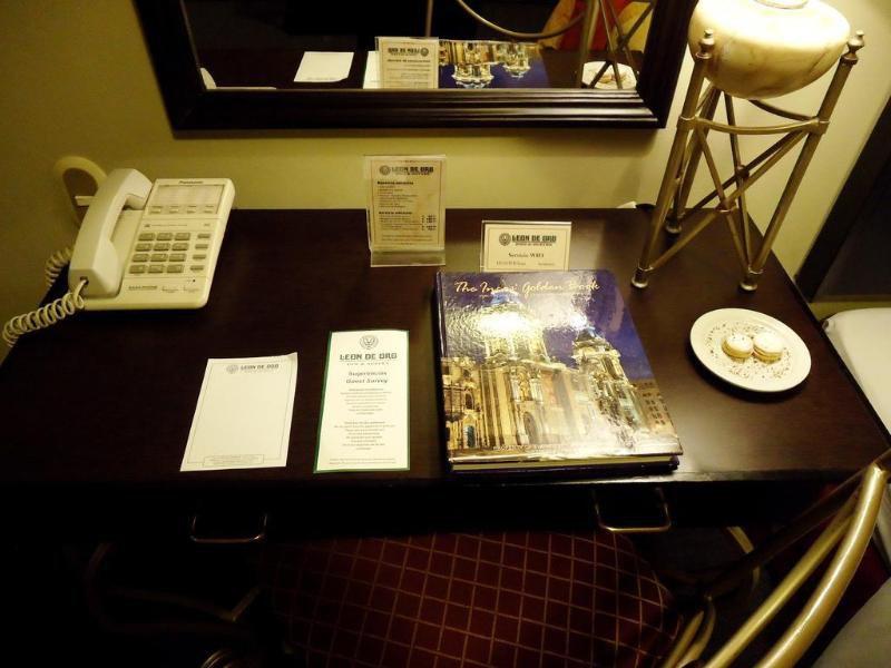Leon de Oro Inn & Suites Bar