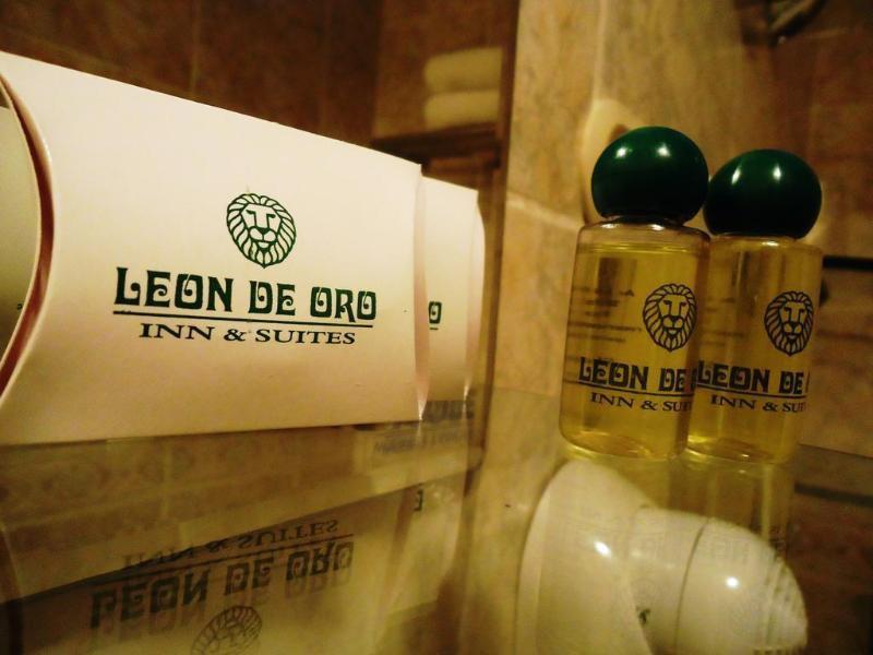 Leon de Oro Inn & Suites Badezimmer