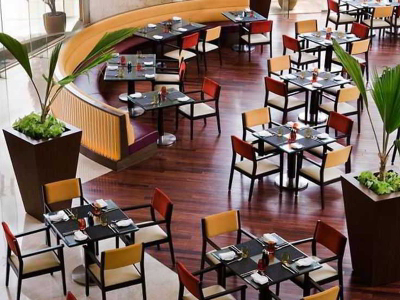 Courtyard by Marriott Mumbai International Airport Restaurant