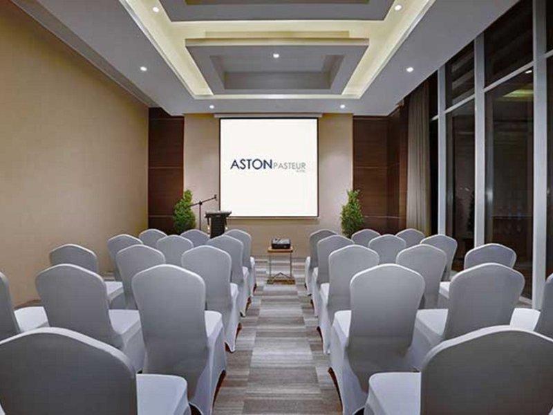 Aston Pasteur Konferenzraum