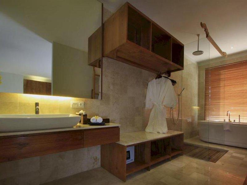 Puri Sebali Resort Badezimmer