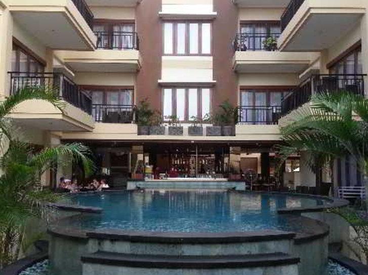 Kuta Town Houses Pool