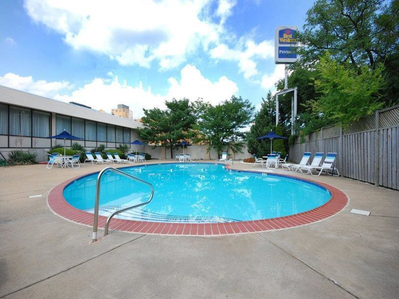 Best Western Pentagon-Reagan National Airport Pool
