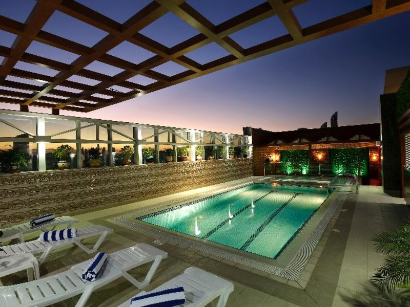 Queen Palace Hotel Pool