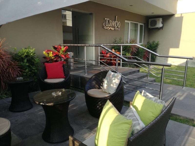 El Tambo Dos de Mayo Lounge/Empfang