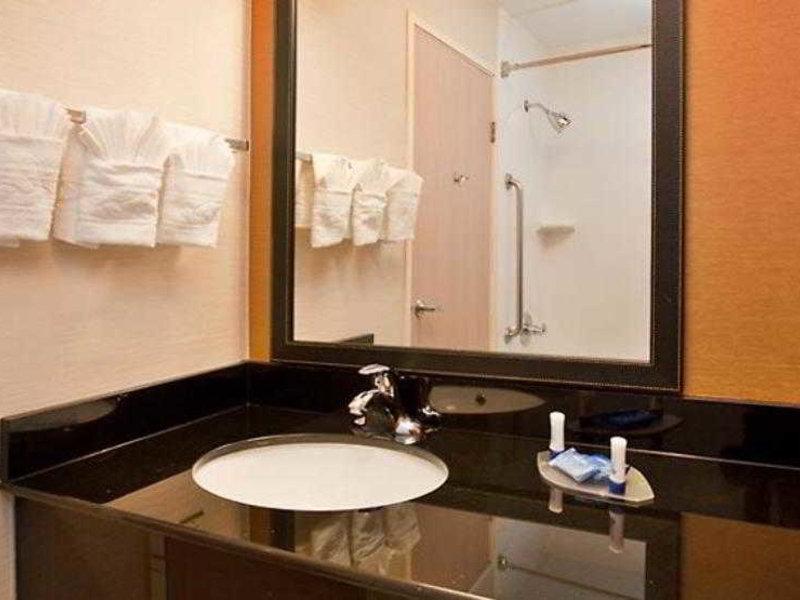 Fairfield Inn & Suites by Marriott Austin South Badezimmer
