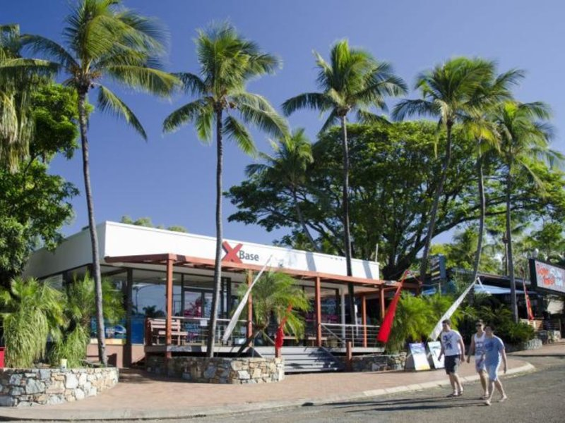 Base Backpackers Airlie Beach Strand
