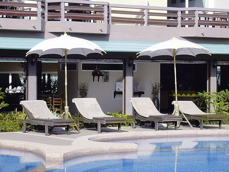 Bacchus Home ResortPool