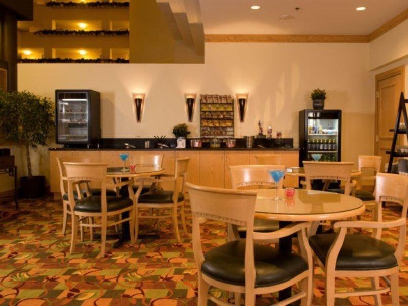 Renaissance Denver Stapleton Hotel Bar