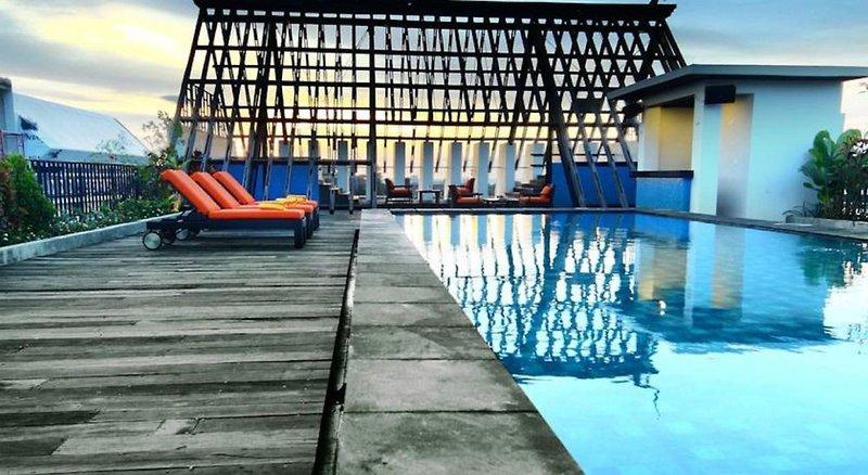 Sun Island Hotel & Spa Legian Hallenbad