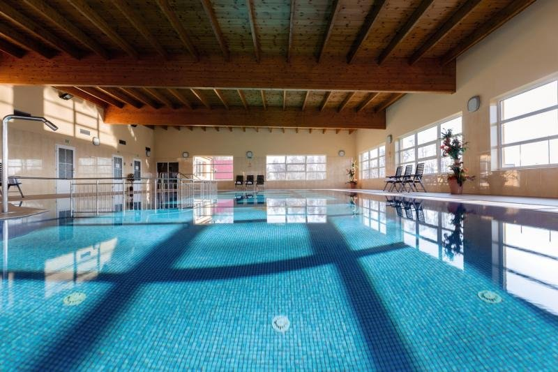 Bursztyn Bernstein Medical Spa & Wellness Hallenbad