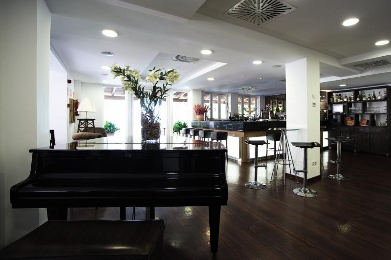 UR Portofino Bar