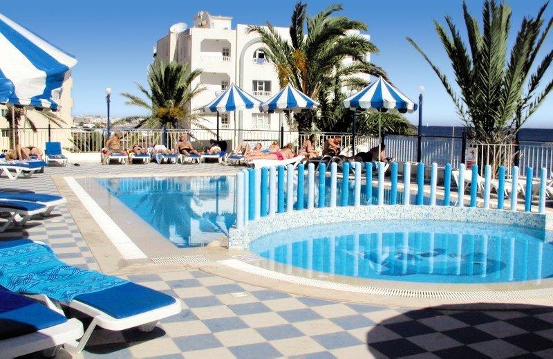 Dreams Beach Pool