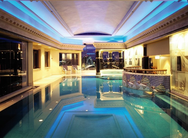 Quay West Suites Sydney Pool