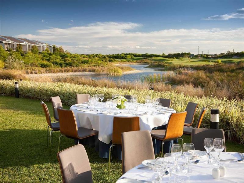 Pullman Magenta Shores Resort Restaurant