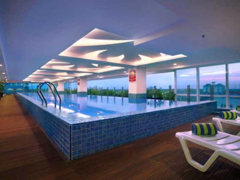 The Alana Hotel Surabaya Pool