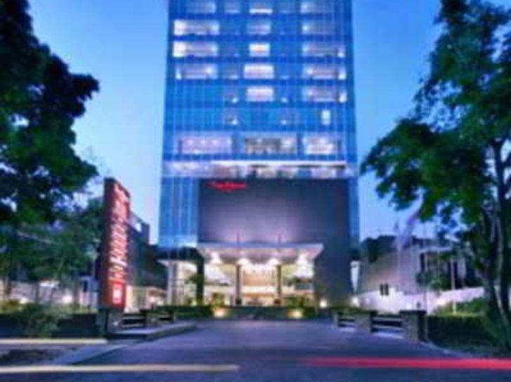 The Alana Hotel Surabaya Außenaufnahme