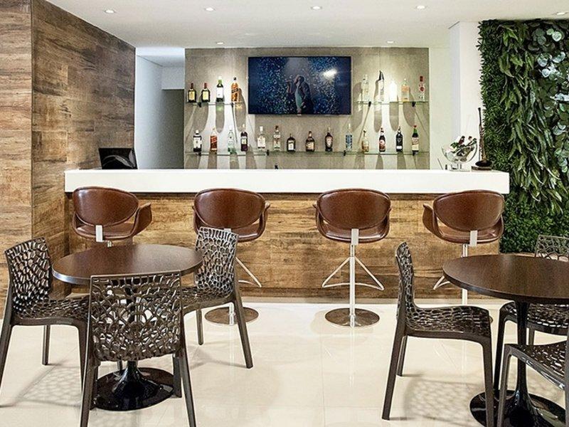 Heritage Comfort Inn Bar