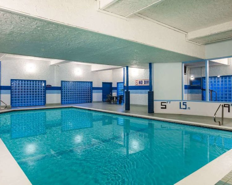 Howard Johnson Hotel Victoria Pool