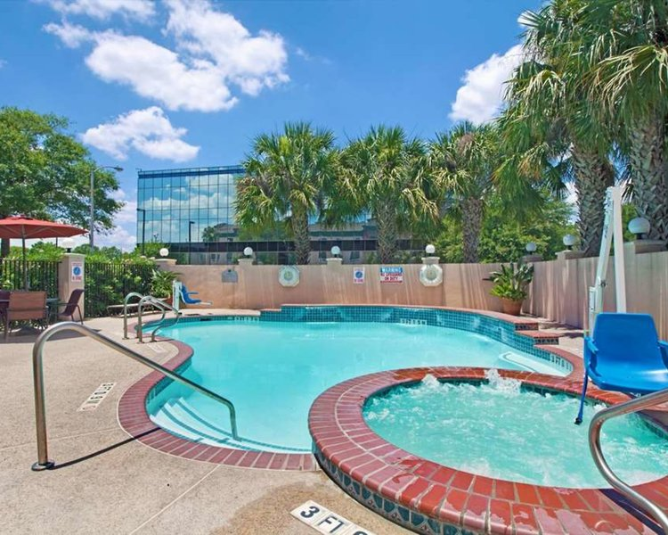 Wingate by Wyndham Houston Bush Intercontinental Airport IAH Pool
