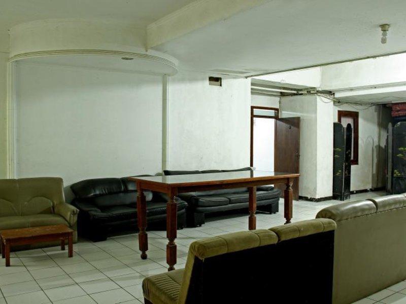 RedDoorz @ Cipaku Lounge/Empfang