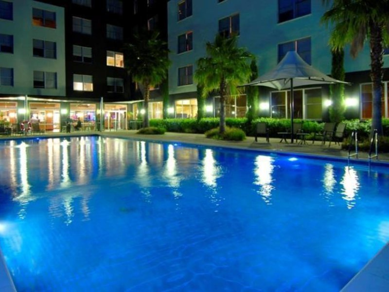 Mantra Bell City Hotel & Residence Pool