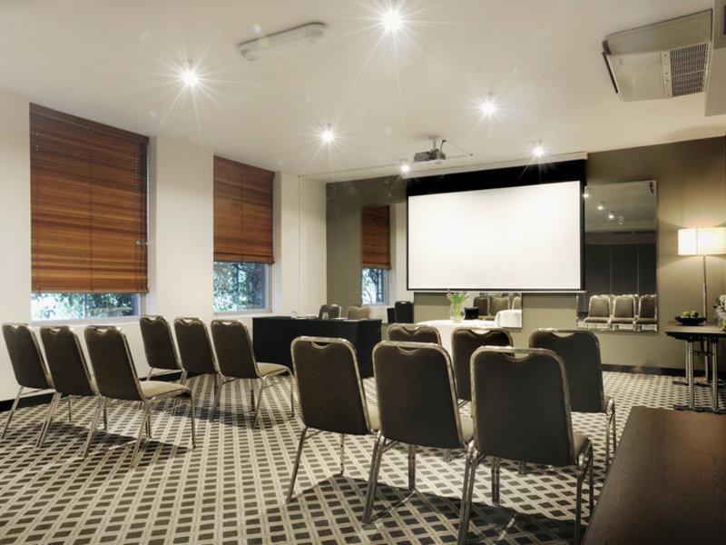 Mantra Bell City Hotel & Residence Konferenzraum