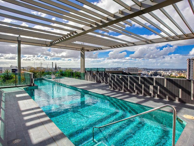 Quattro on Astor Apartments Pool