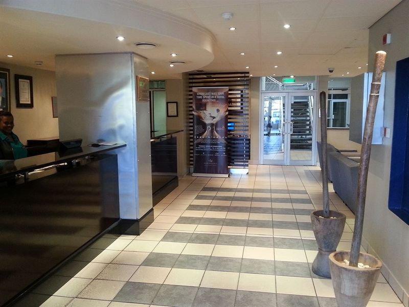 Peermont Metcourt Francistown Lounge/Empfang