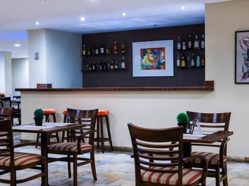 Copacabana Suites by Atlantica Hotels Bar