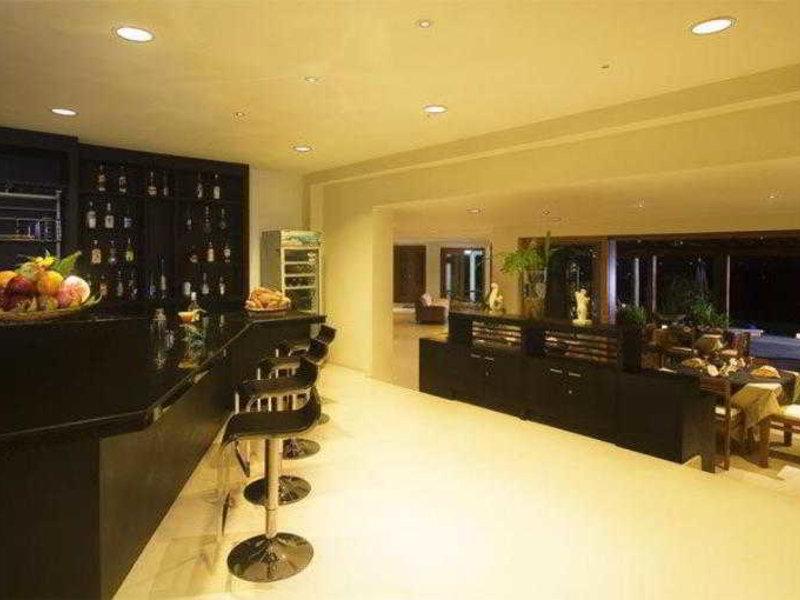 Villa Hening Bar