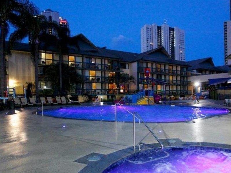 Paradise Resort Gold Coast Pool