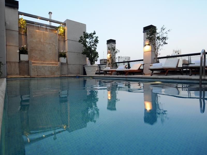 Windsor Hotel & Tower Pool